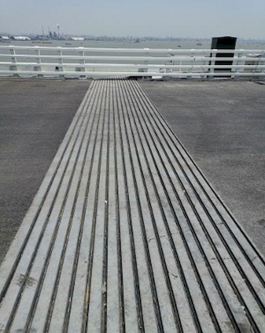 Jeweils 36 m lang sind die Dehnfugen an der Hutong-Brücke im Norden von Shanghai. Foto: MAURER